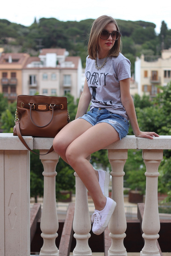 say queen t-shirt jeans sunglasses bag shoes