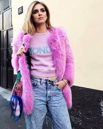 sweater tumblr quote on it lilac cropped sweater coat fur coat faux fur coat denim jeans blue jeans bag bag accessoires fur keychain chiara ferragni top blogger lifestyle the blonde salad