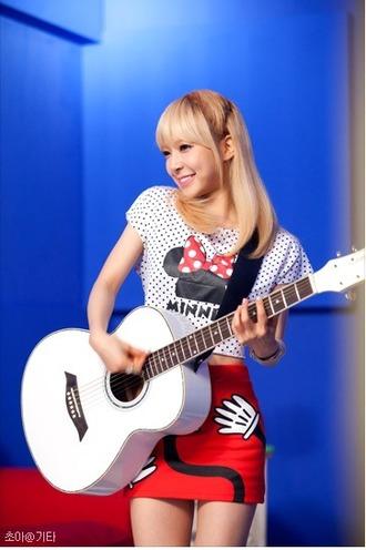 t-shirt minnie mouse red black cute ulzzang kawaii kpop aoa choa pretty shirt top crop pattern cropped crop tops skirt