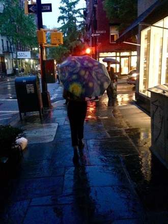 bag umbrella van gogh starry night new york city moma art rain