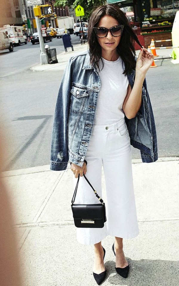 le fashion blogger t-shirt casual denim jacket cat eye cropped pants white pants french girl style