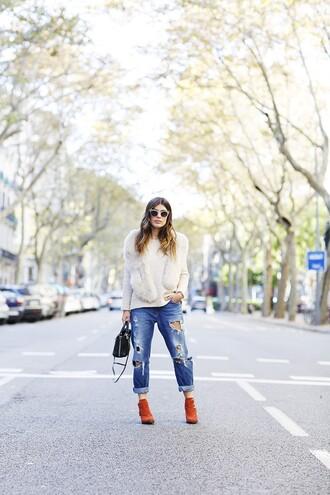 dulceida blogger scarf sweater jeans bag shoes sunglasses