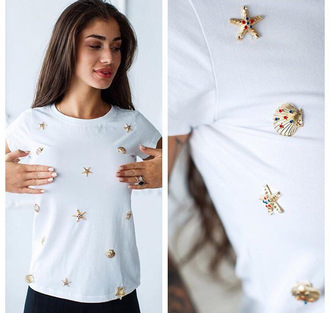 shirt embellished t-shirt sea conch studs elisabetta franchi embellished white t-shirt white fashion gold metallic details crystal studded embroidered 2015 trends jewels jewerly tops