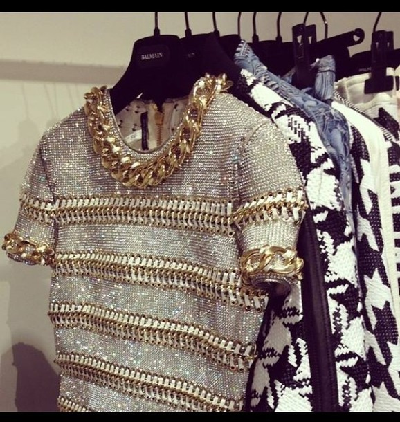 blouse beaded knitted top shirt grey t-shirt gold gold chain top crop tops gold shirt t-shirt silver luxury chanel necklace glitter crop tops black crop top dress white white crop tops