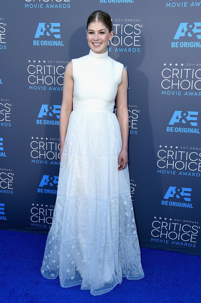 critics' choice movie awards rosamund pike gown lace dress white dress dress