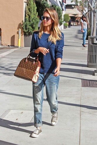 boyfriend jeans jessica alba streetwear streetstyle sneakers jeans