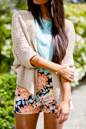 shorts,floral,sweater,flowered shorts,blouse,blue blouse,knitwear