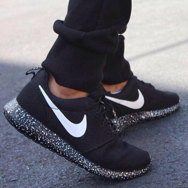 womens roshe run black specks Nike ...