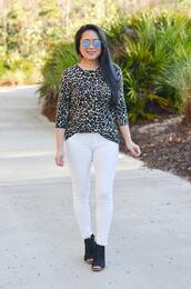 morepiecesofme,blogger,sunglasses,sweater,shoes,animal print,white pants,peep toe boots,booties