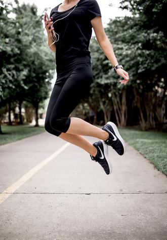 leggings tumblr workout leggings black leggings nike nike shoes nike running shoes sportswear sports shoes t-shirt black t-shirt all black everything activewear shoes