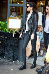 jacket,kendall jenner,leather jacket,black,black jacket,rock,le fashion image,sunglasses,t-shirt,black leather jacket,skinny pants,black pants,black boots