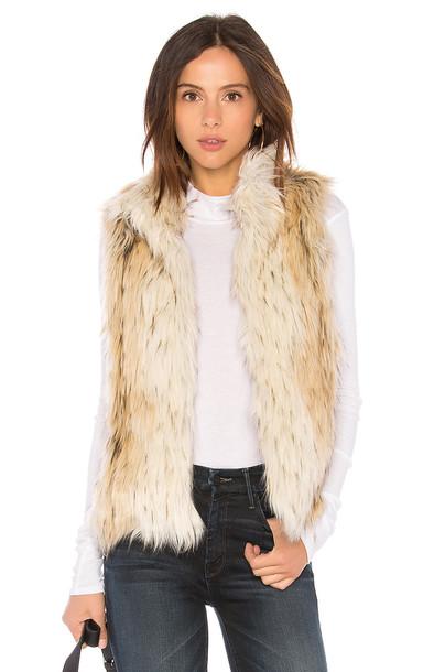 BB Dakota vest white jacket