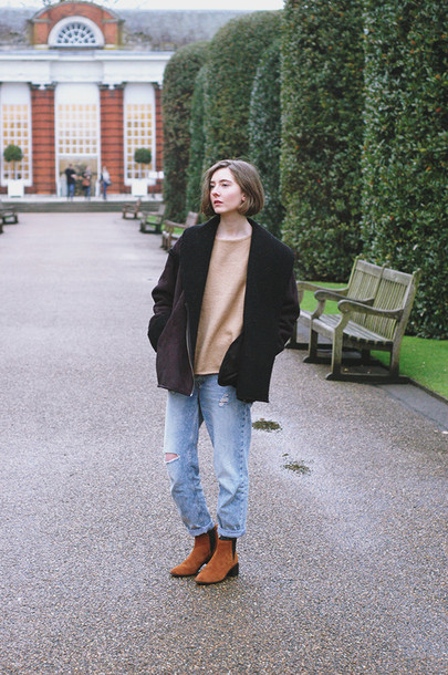 a fashionista blogger jeans mom jeans chelsea boots