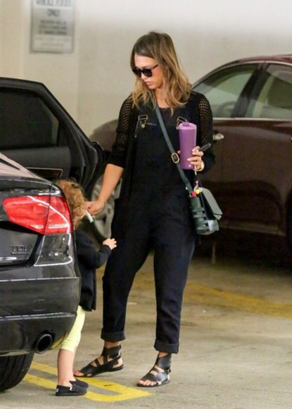 jessica alba shoes bag cardigan