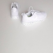shoes,nike roshe run,roshe runs,low top sneakers,white sneakers,nike,sneakers,nike running shoes,nike shoes,nike sneakers,nike roshe run running shoes,fashion