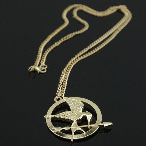 Vintage bird and arrow embellished round pendant sweater chain necklace for women