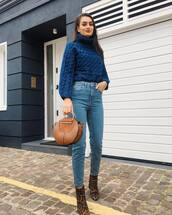 sweater,knitwear,knitted sweater,turtleneck sweater,ankle boots,leopard print,handbag,round bag,jeans,denim,high waisted