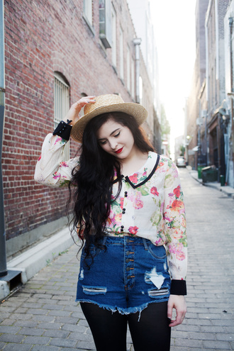 noelles favorite things blogger floral shirt sun hat ripped shorts denim shorts straw hat