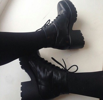 shoes anfibi black black shoes heels boots black boots tumblr grunge weheartit