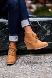 shoes,tan wedges shoes,wedges,booties,beige shoes,boot wedges,boots,brown booties,lace-up shoes,fall outfits,ankle boots,booties with heals,heels,black,wedgeboots,booties shoes,fall booties,lace up,brown boots