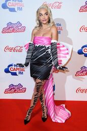 dress,black,pink,rita ora,celebrity,strapless,celebrity style,pumps,tights,red carpet dress