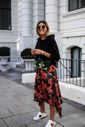 skirt,blogger,blogger style,mini skirt,printed skirt,prada,floral,floral skirt,white sneakers,sweater,mini bag