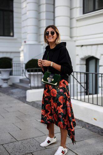 skirt blogger blogger style mini skirt printed skirt prada floral floral skirt white sneakers sweater mini bag