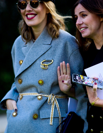 coat tumblr fashion week 2017 streetstyle blue coat belt gold belt sunglasses