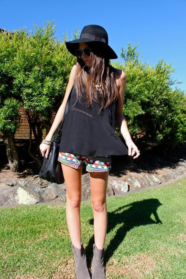 spin dizzy fall shorts t-shirt hat bag jewels