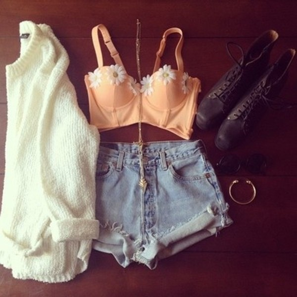 sweater high waisted bralette boots combat shirt bustier floral flowers tank top bralette crop tops jumper bandeau daisy orange summer shorts coat cardi daisy daisy vintage flowers pink spring bloom girly blouse top tank top