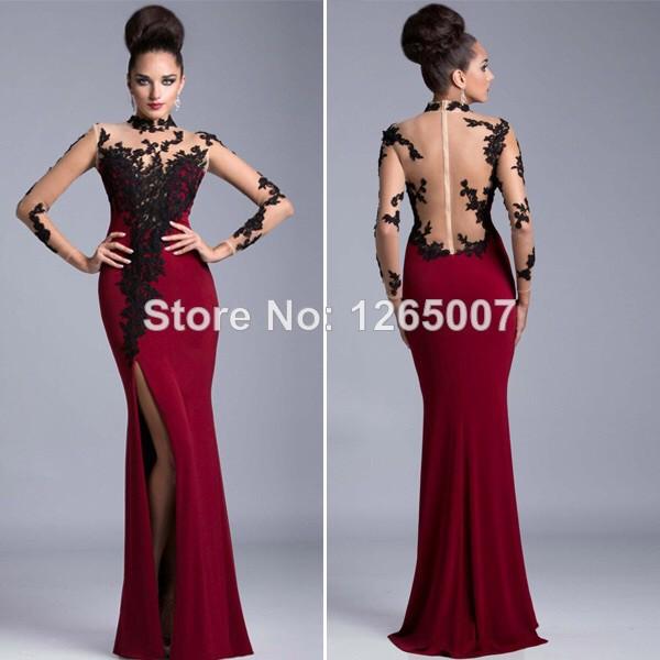 Robe rouge col noir