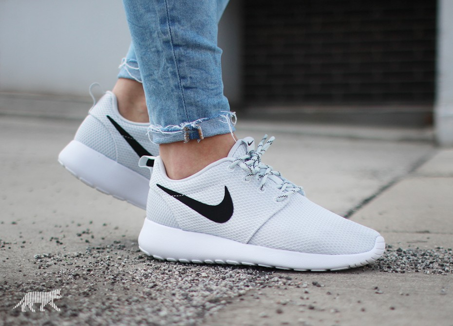 Nike wmns Roshe Run (Pure Platinum / Black