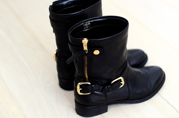shoes boots combat boots black gold buckles buckles leather black shoes worker black boots military boots fall outfits black gold boots shoes fall