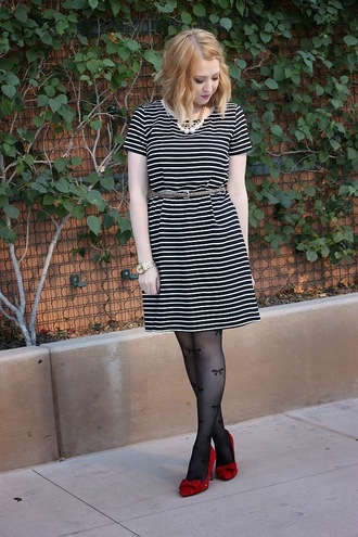 fashion flirtation blogger belt jewels tights bows striped dress red heels hair accessory