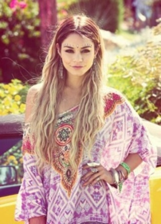 blouse vanessa hudgens jewels eye jewels indian jewelry dress coachella kimono pink purple hipster summer fashion top cover up poncho shoes shirt face jewelry eyes gorgeous hippie vanessa hudgens prett pretty boho dress coat jumpsuit boho pattern t-shirt shoulder clothes beaded patterned dress vanessa hudgens at coachella
