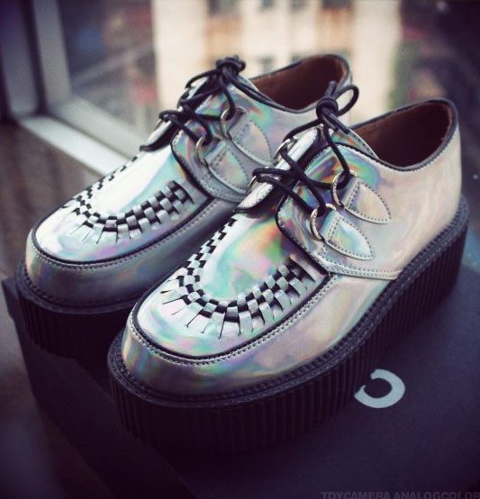 Holographic creepers