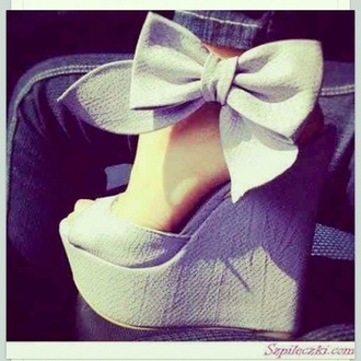 shoes wedges bow open toes blanc nœud serpent talons compensés été bow high heels heels grey high heels bows bow shoes peep toe heels grey wedges