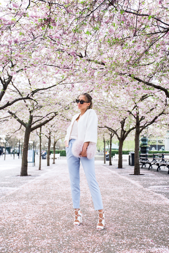 kenza blogger white jacket cropped pants spring outfits strappy sandals blue pants pouch light blue