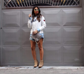 style by nelli blogger sweater shorts shirt jewels jacket sunglasses