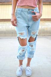 jeans,acid wash,light blue,light wash jeans,light wash denim,boyfriend jeans,light blue denim,light blue jeans,ripped jeans,ripped,ripped boyfriend jeans,distressed denim,ripped denim,distressed boyfriend jeans,High waisted shorts,light blue boyfriend jeans