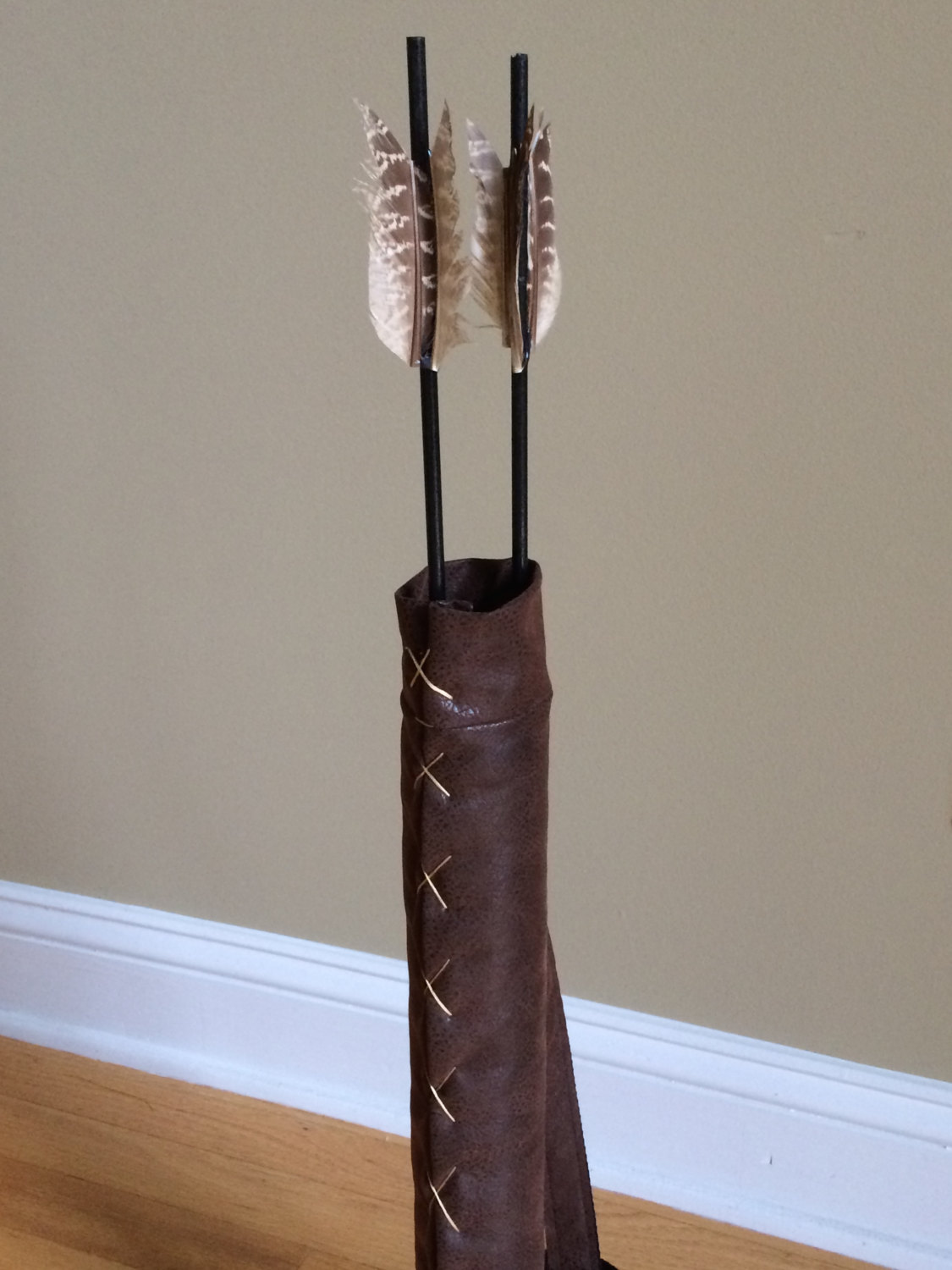 Costume quiver: dark brown faux leather quiver w/ short prop arrows, enhances costumes for hunger games, renaissance, lord of rings, katniss
