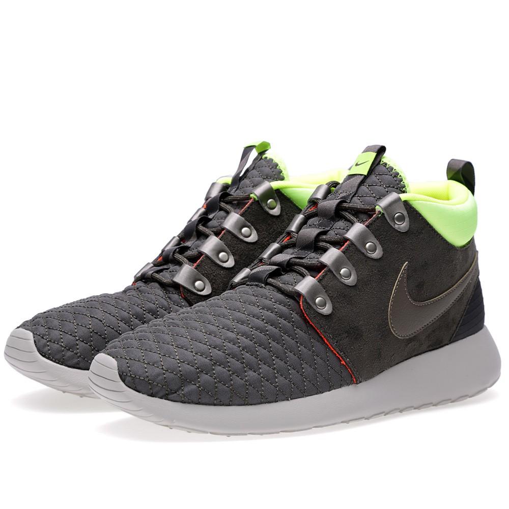 Nike Rosherun Sneakerboot (Newsprint & Smoke)