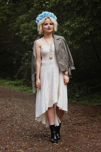 broke hell blogger flower crown perfecto white dress pendant