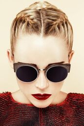sunglasses,hairstyles,red lipstick,blonde hair,hair/makeup inspo,texture