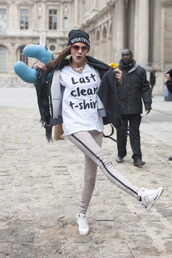 cara delevingne,black and white,graphic tee,white t-shirt