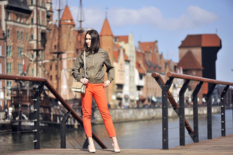 shiny sil blogger army green jacket bomber jacket orange cropped pants