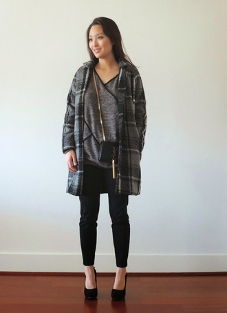sensible stylista blogger grey coat grey t-shirt