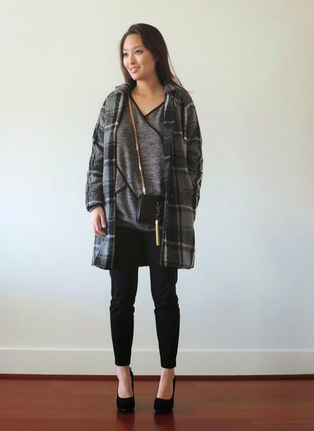 sensible stylista blogger grey coat grey t-shirt coat bag pants shoes top
