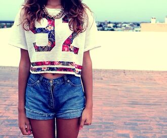 t-shirt denim crop tops accessories necklace gold jersey floral top shorts sportswear heel outfit clothes 92 flowers white stripes beautiful red blue roses style cool summer cute blouse crop floral shirt gold chain floral tee 82 floral shirt high waisted shorts 82 tshirt floral t shirt gold necklace