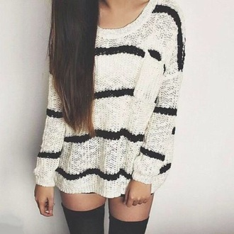 sweater black and white stripes black t-shirt white t-shirt t-shirt stripes brunette stockings knee high cable knit knit loose oversized oversized sweater hipster indie